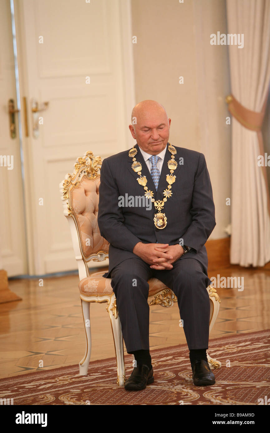 Mayor Yury Luzhkov at a grand style Moscow mayoral office civil wedding - Stock Image