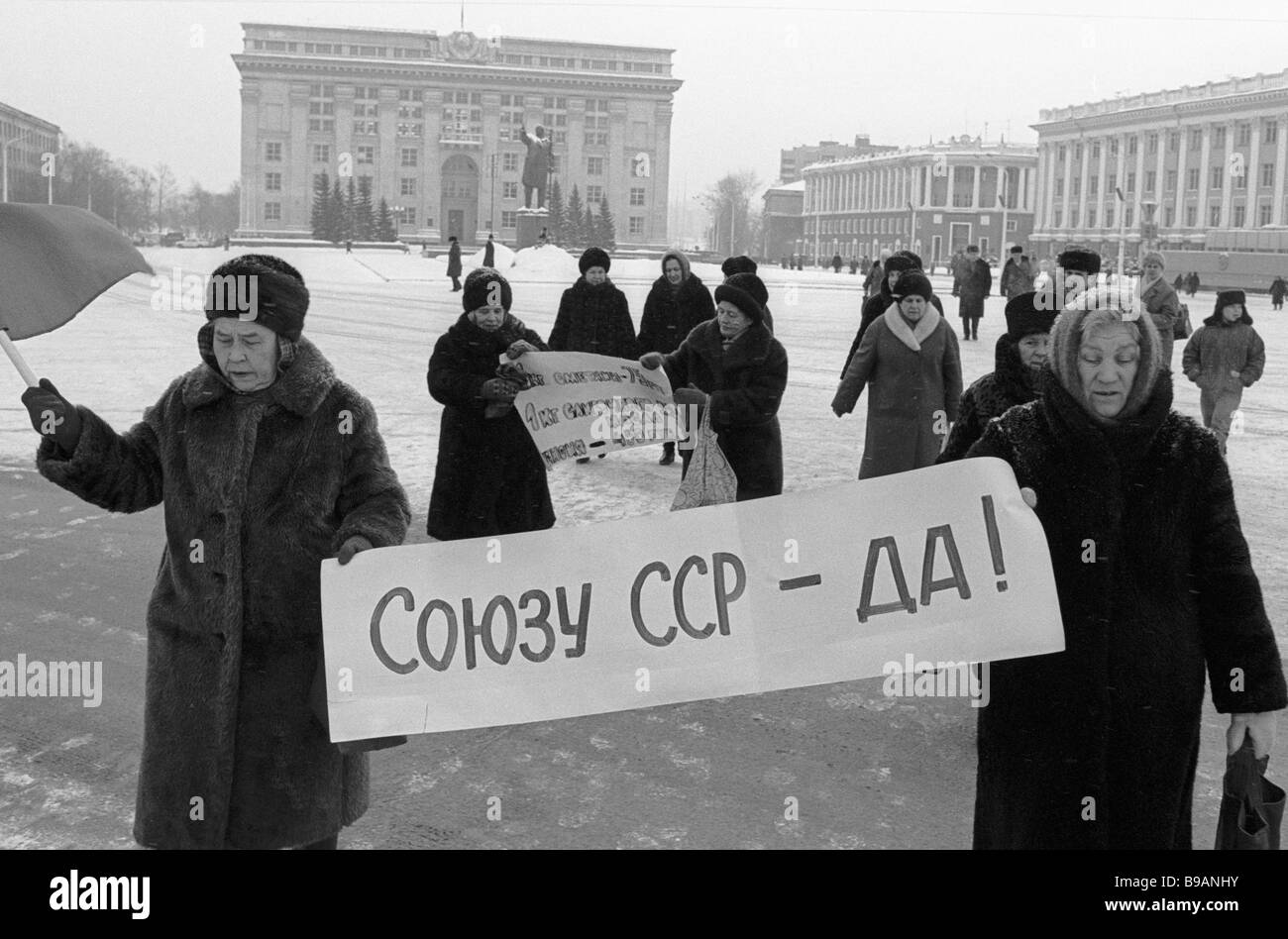 Rally participants protest against the USSR collapse - Stock Image