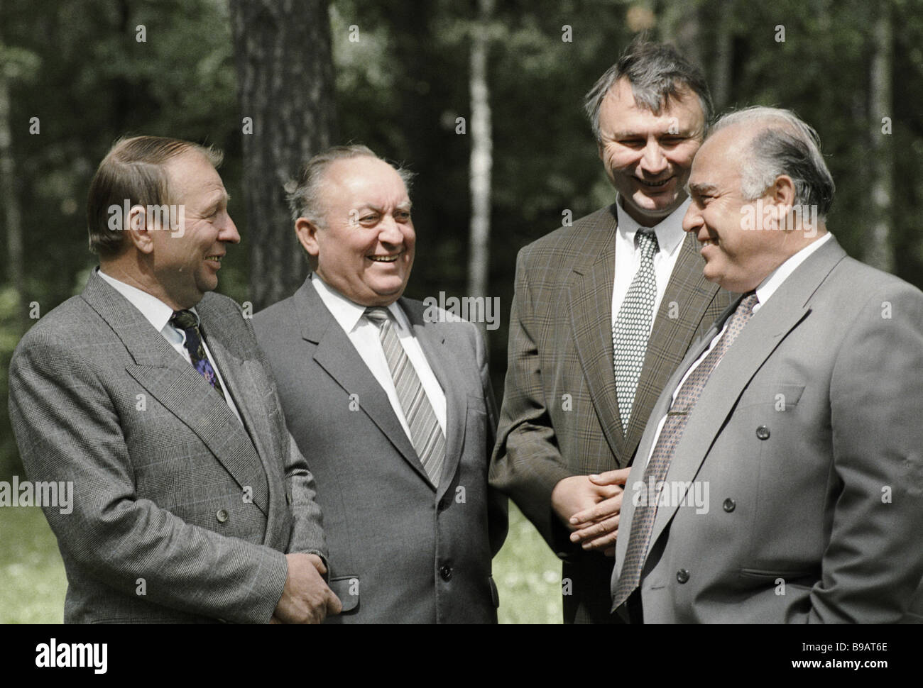 Chairmen of the councils of ministers Vyacheslav Kebich second left of Belarus and Viktor Chernomyrdin right of - Stock Image
