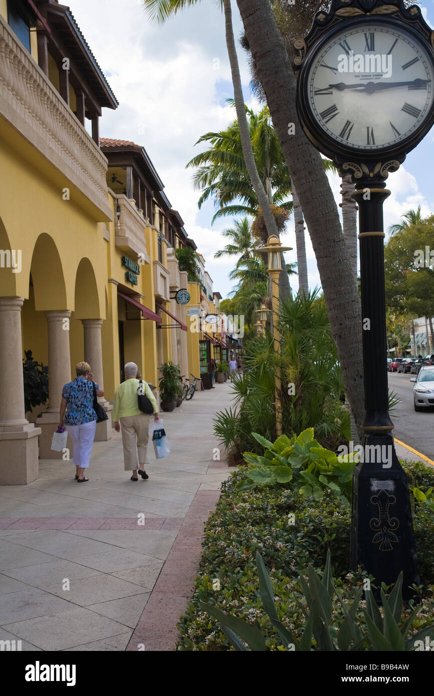 Shoppers In Olde Naples 5th Avenue Shopping Restaurant Area