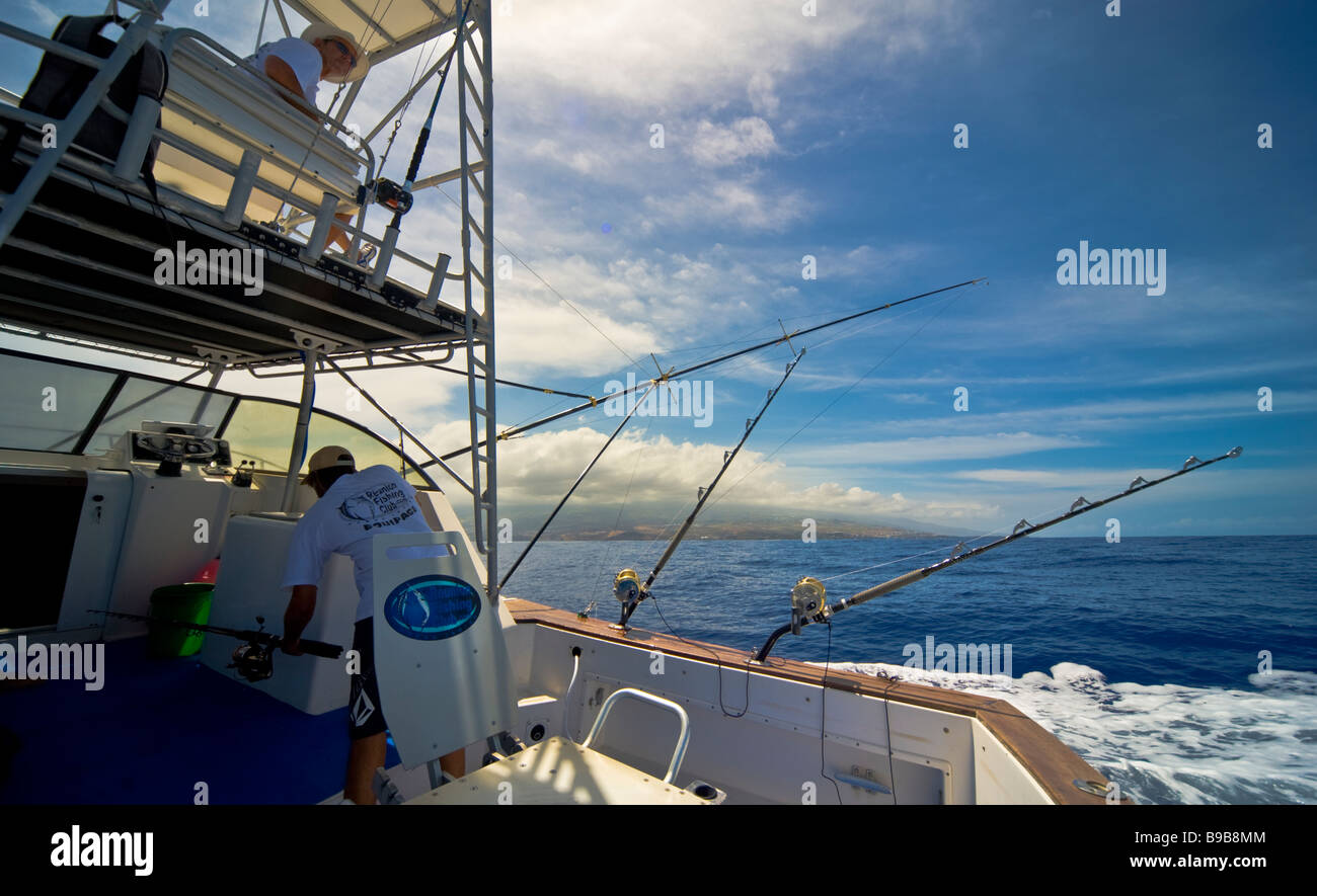 Big game fishing fishermen on fishing boat Saint Gilles La Réunion France | Hochseeangeln, mit Angler und Ruten - Stock Image