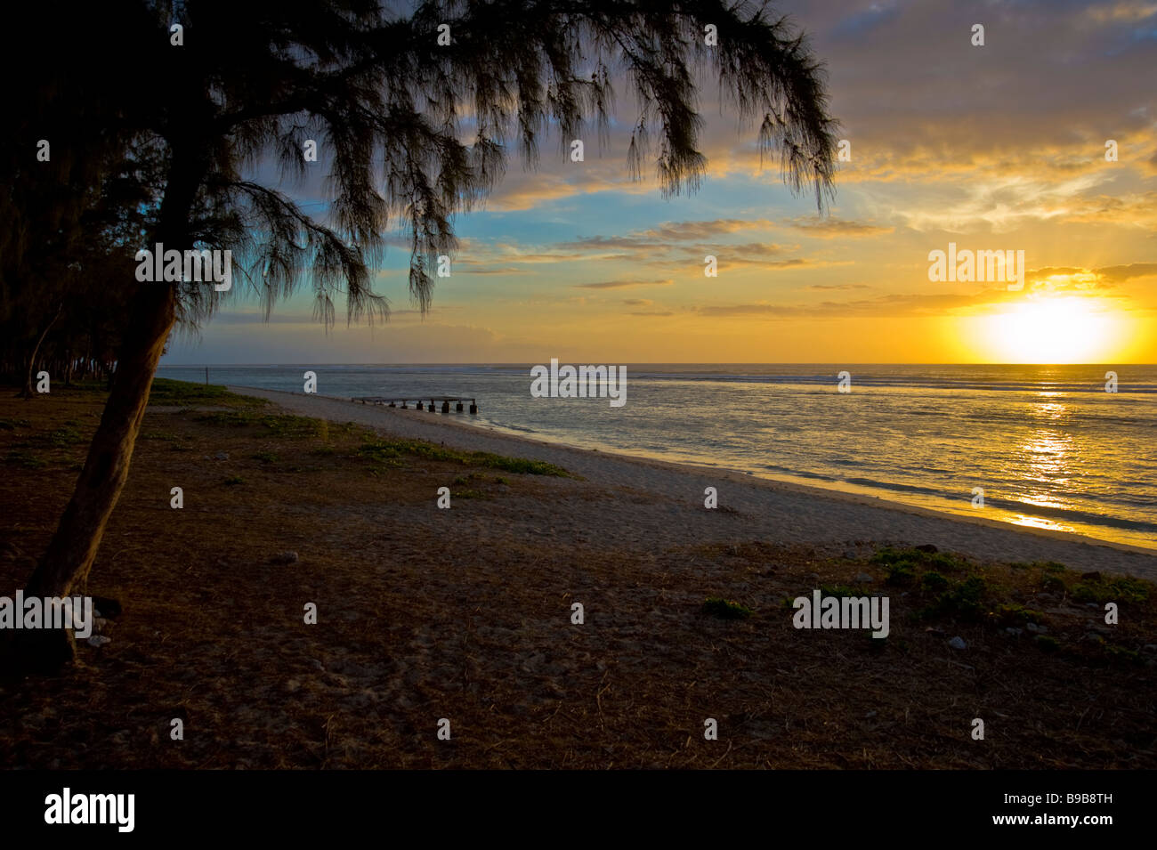 Sunset beach near Saint Gilles in La Réunion France | Sonnenuntergang am Strand von Saint Gilles in La Réunion - Stock Image
