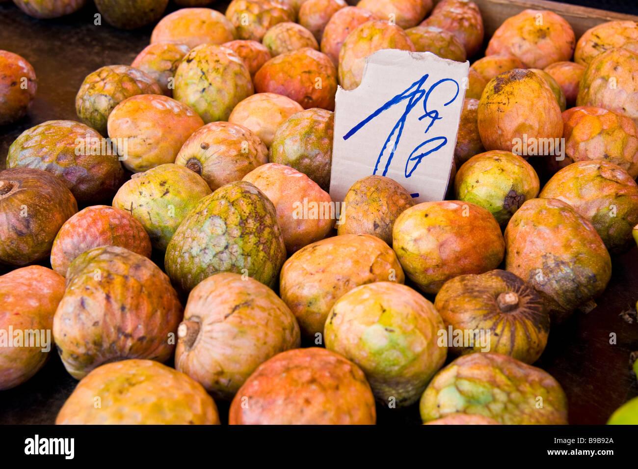 Tropical fruit, Cherimoya (Annona cherimola) market, Saint Denis, La Réunion France | Tropische Früchte, - Stock Image