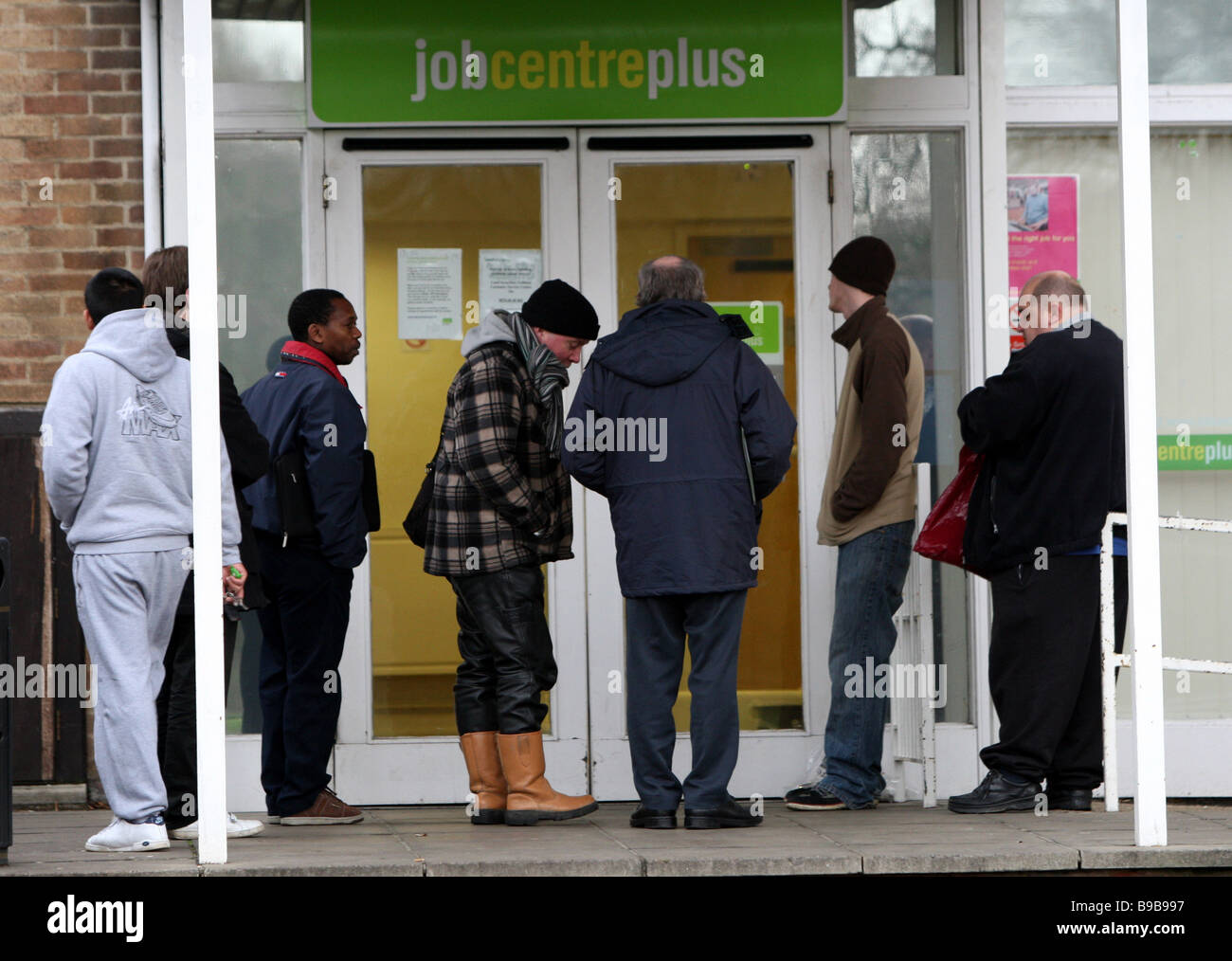 UNEMPLOYED QUEUEING JOB CENTRE PLUS FOR JOBS - Stock Image