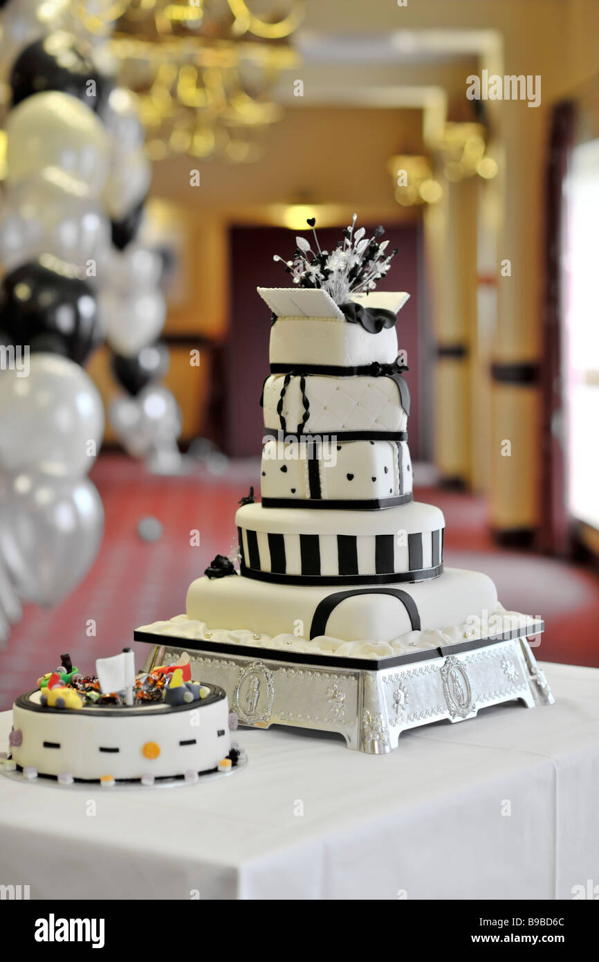 5 Layer Wedding Cake On Table Stock Photos 5 Layer Wedding Cake On
