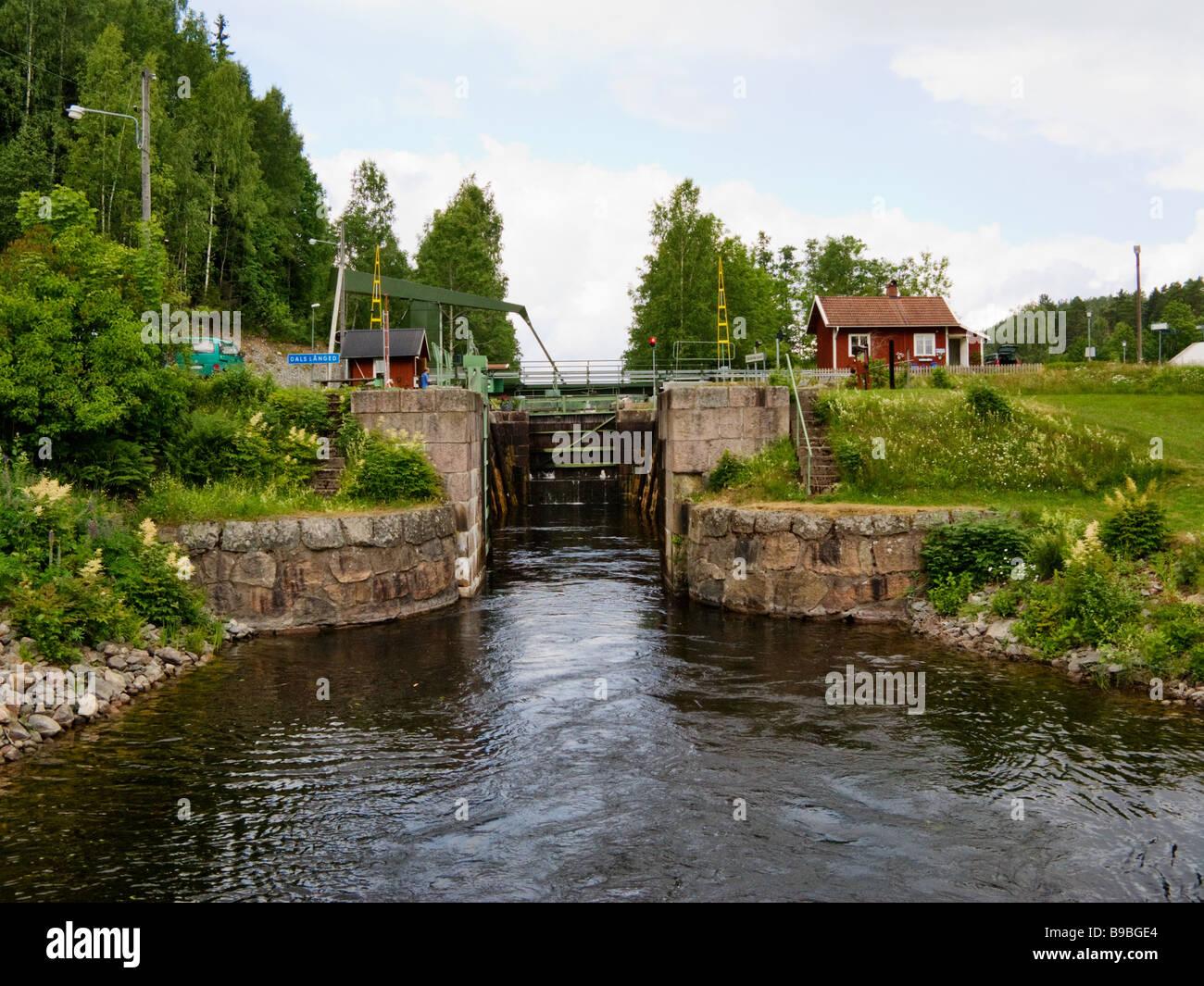 B&B i Lillstuga p bondgrd nra skog och sj. - Bed - Airbnb