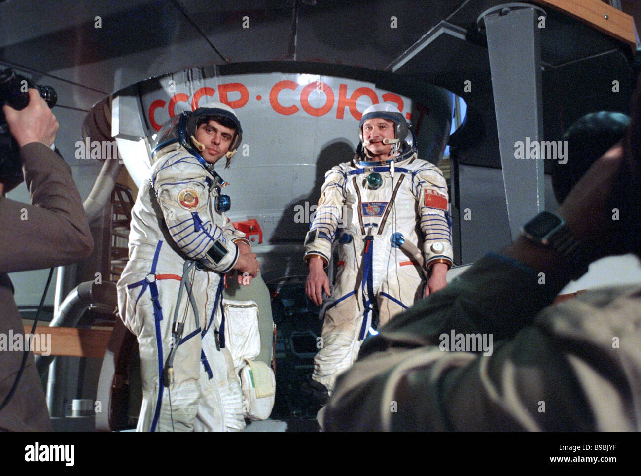 Soyuz T 15 space crew Leonid Kizim right and Vladimir Solovyov train for first long duration scientific expedition - Stock Image