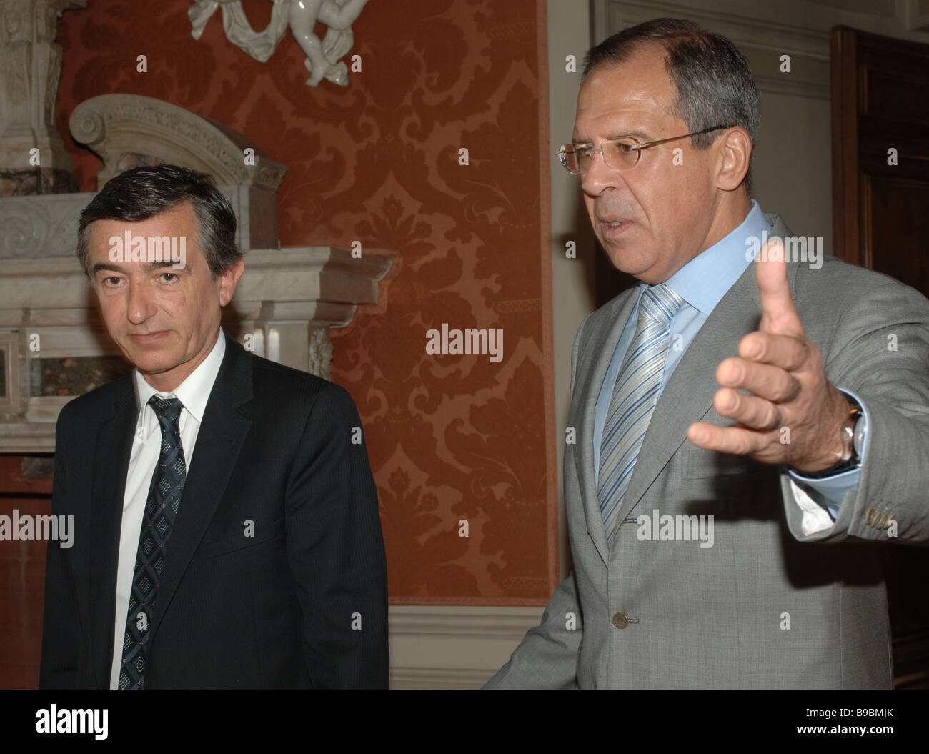 Russian Foreign Minister Sergei Lavrov right meeting with his French counterpart Philippe Douste Blazy left - Stock Image