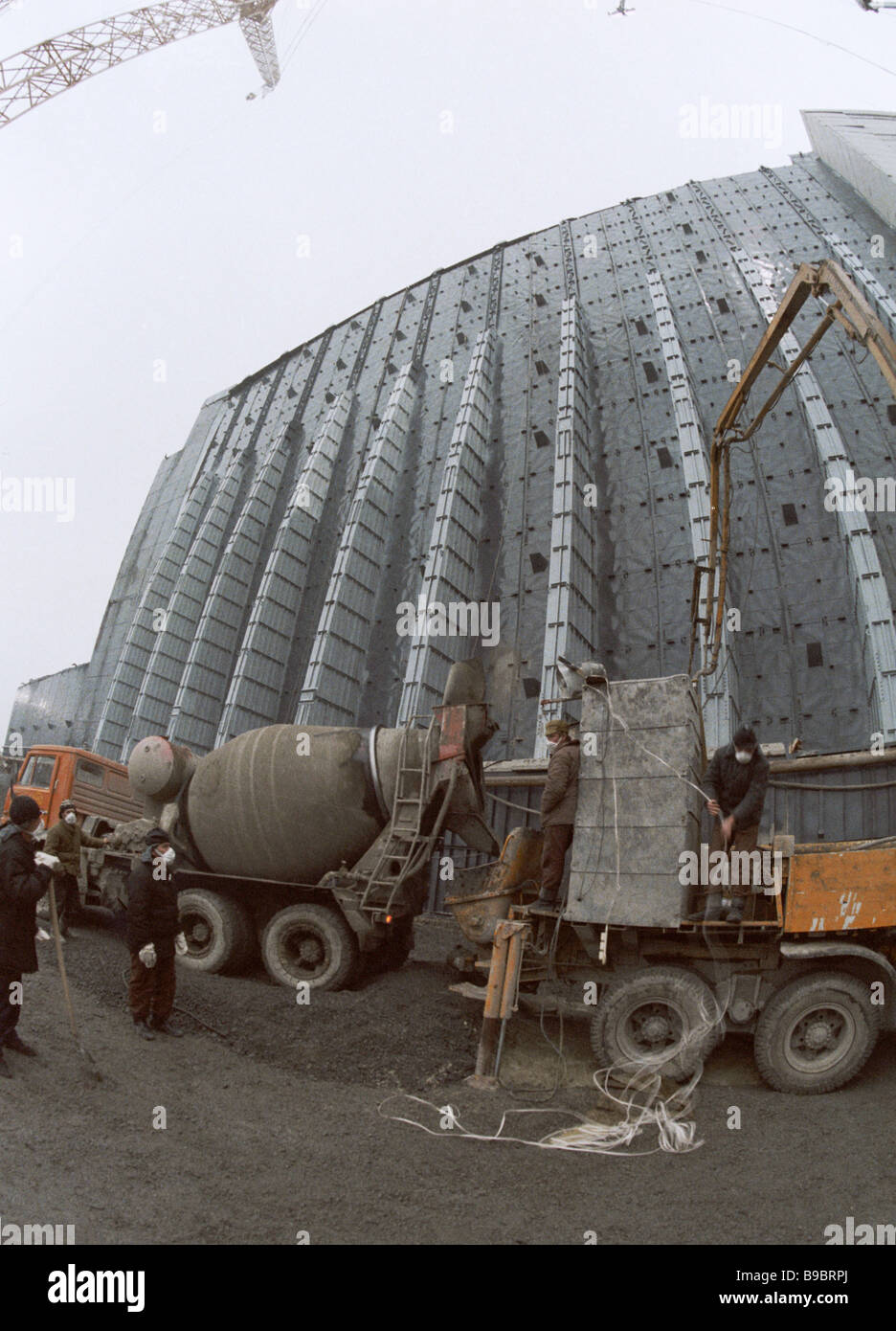 The covering of the damaged 4th unit at Chernobyl nuclear power plant - Stock Image