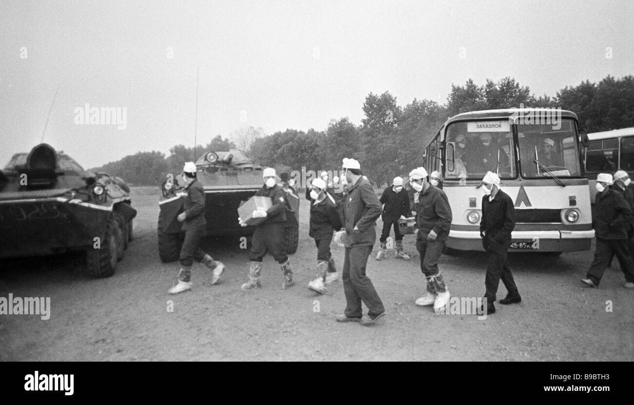 Atomic scientists on the way to Chernobyl NPP to liquidate the disaster aftermath - Stock Image
