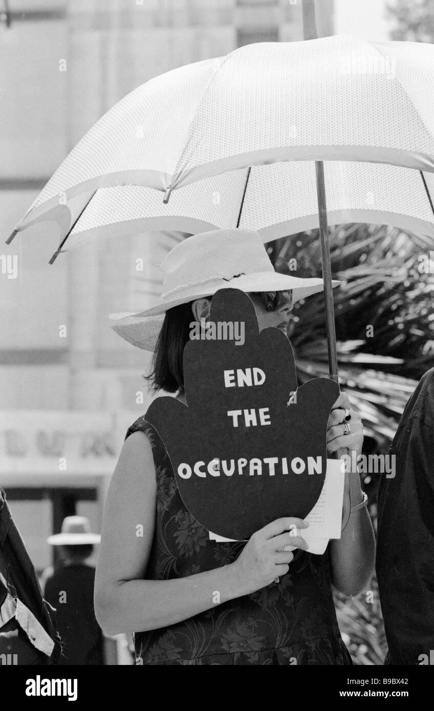 Israeli demonstrator protesting against the occupation of Arab lands - Stock Image
