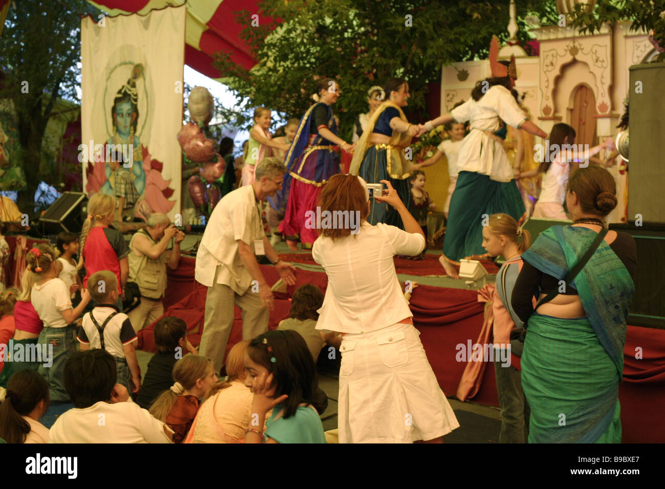 The St Petersburg Little Theater performs Madhutra based on the Mahabharata staged during Days of Indian Spiritual - Stock Image