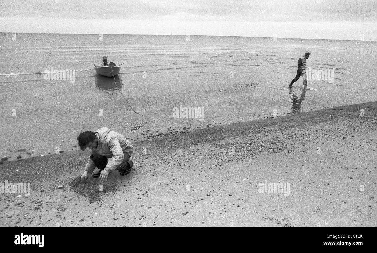 Experts of the Leningrad Zoology Institute under the USSR Academy of Sciences explore a White Sea coast stretch - Stock Image