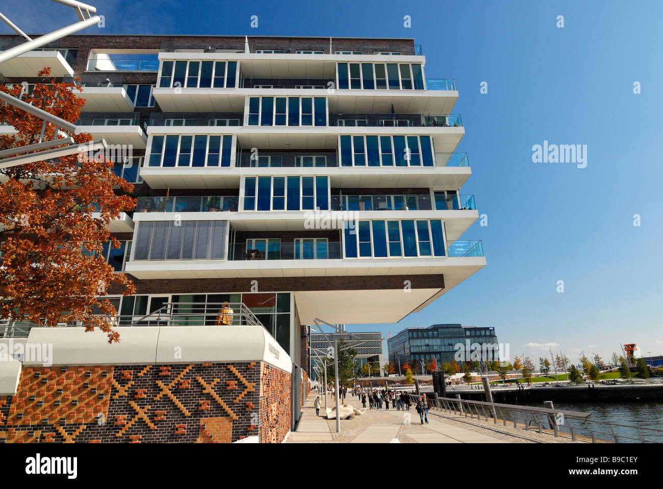 Modern architecture at Dalmannkaipromenade in the harbourcity Hafencity Hamburg, Germany. In the background the - Stock Image