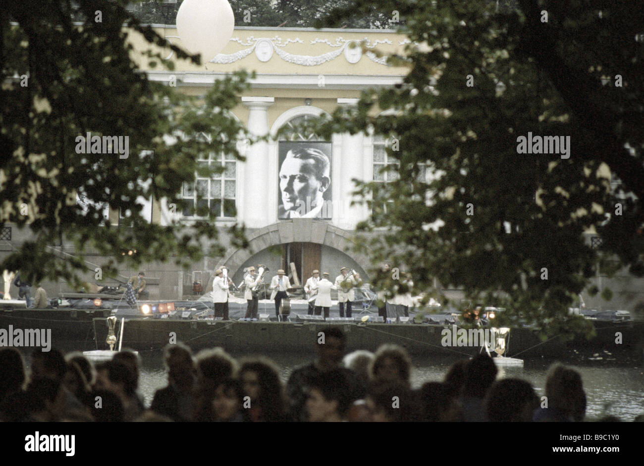 Celebrating the birth centennial of writer Mikhail Bulgakov on Patriarch s Ponds - Stock Image