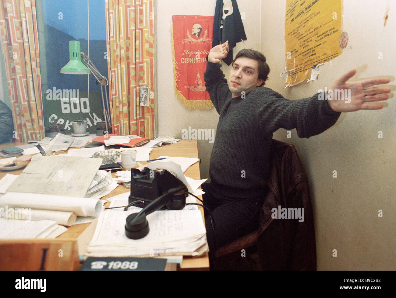 Alexander Nevzorov the host of the 600 Seconds TV program in his office - Stock Image