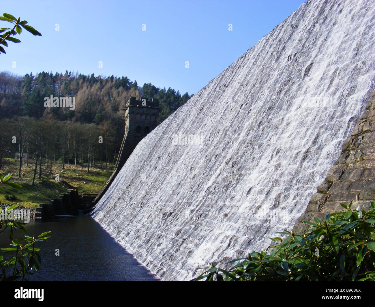 Howden dam on Derwent reservoir in the Derbyshire Peak District - Stock Image