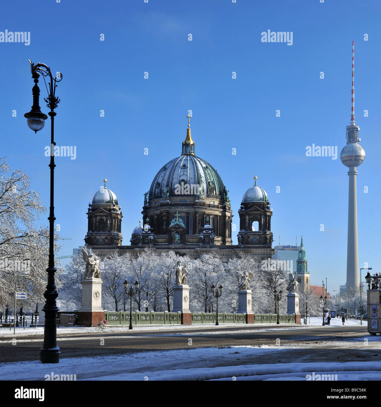 snow landscape Berlin center dome Germany 2009 - Stock Image