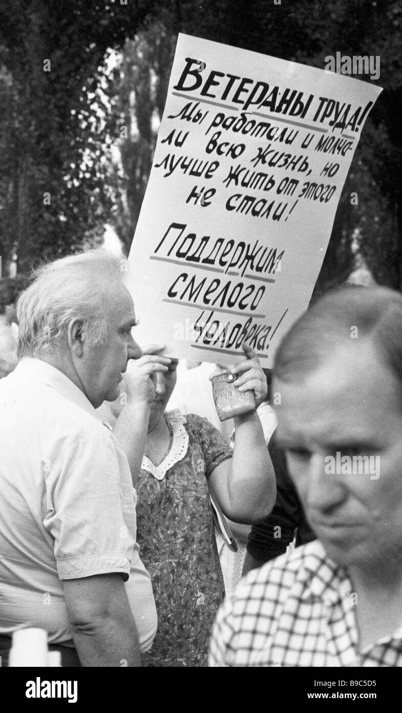 Residents of Krasnodar hold a rally to support the candidacy of KGB Major General Oleg Kalugin - Stock Image