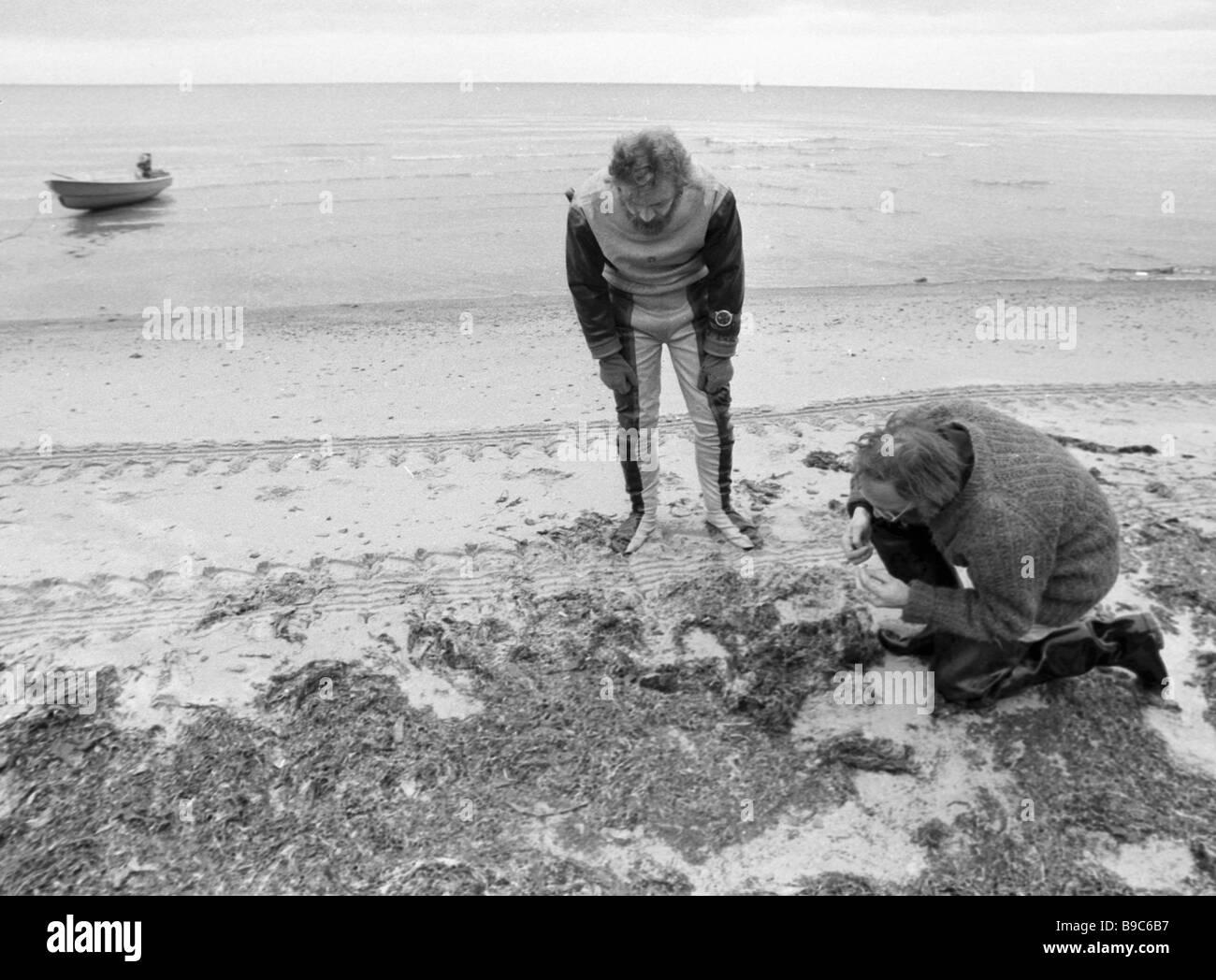 Staff of Leningrad Institute of Zoology of the Soviet Academy of Sciences examining the White Sea coastline - Stock Image
