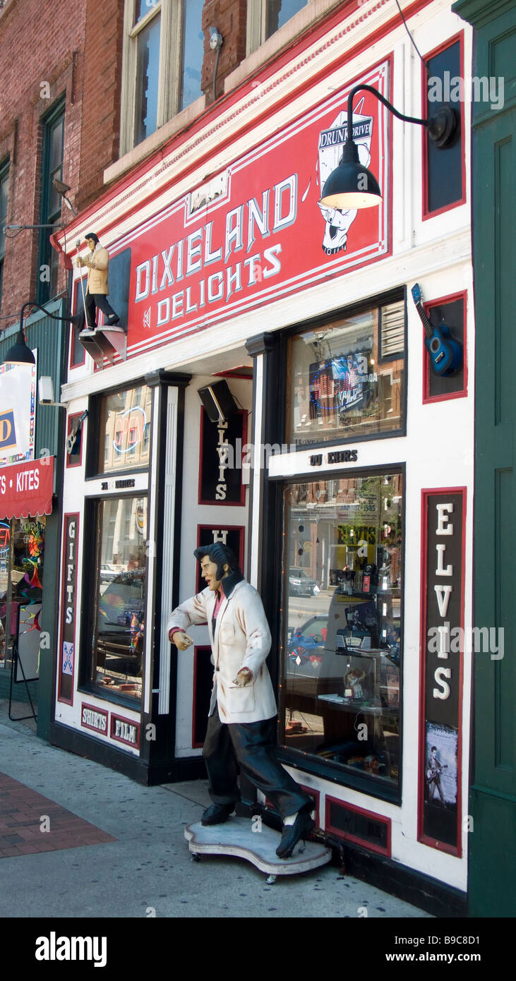 Elvis Presley figure outside novelty and souvenir shop Nashville Tennessee USA - Stock Image