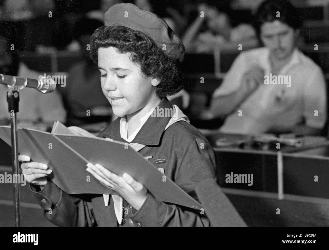 Cuban Young Pioneer Hertrudes Rojas addresses international tribunal Children Accuse Imperialism in Luanda the capital - Stock Image