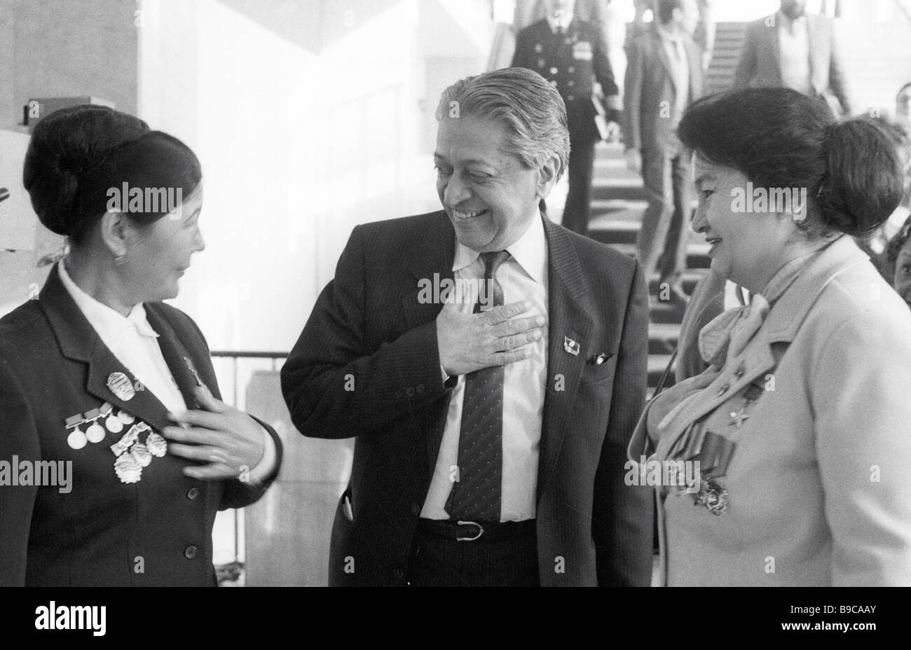 World Peace Council Chairman Romesh Chandra talking to delegates of the 27th congress of the CPSU - Stock Image