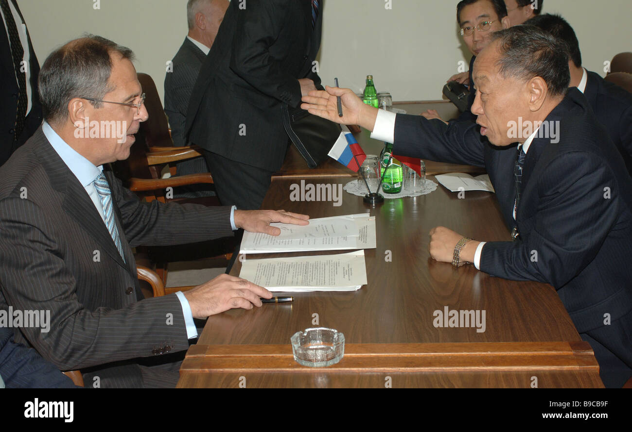 A bilateral meeting between Russian Foreign Minister Sergei Lavrov and his Chinese counterpart Li Zhaoxing - Stock Image