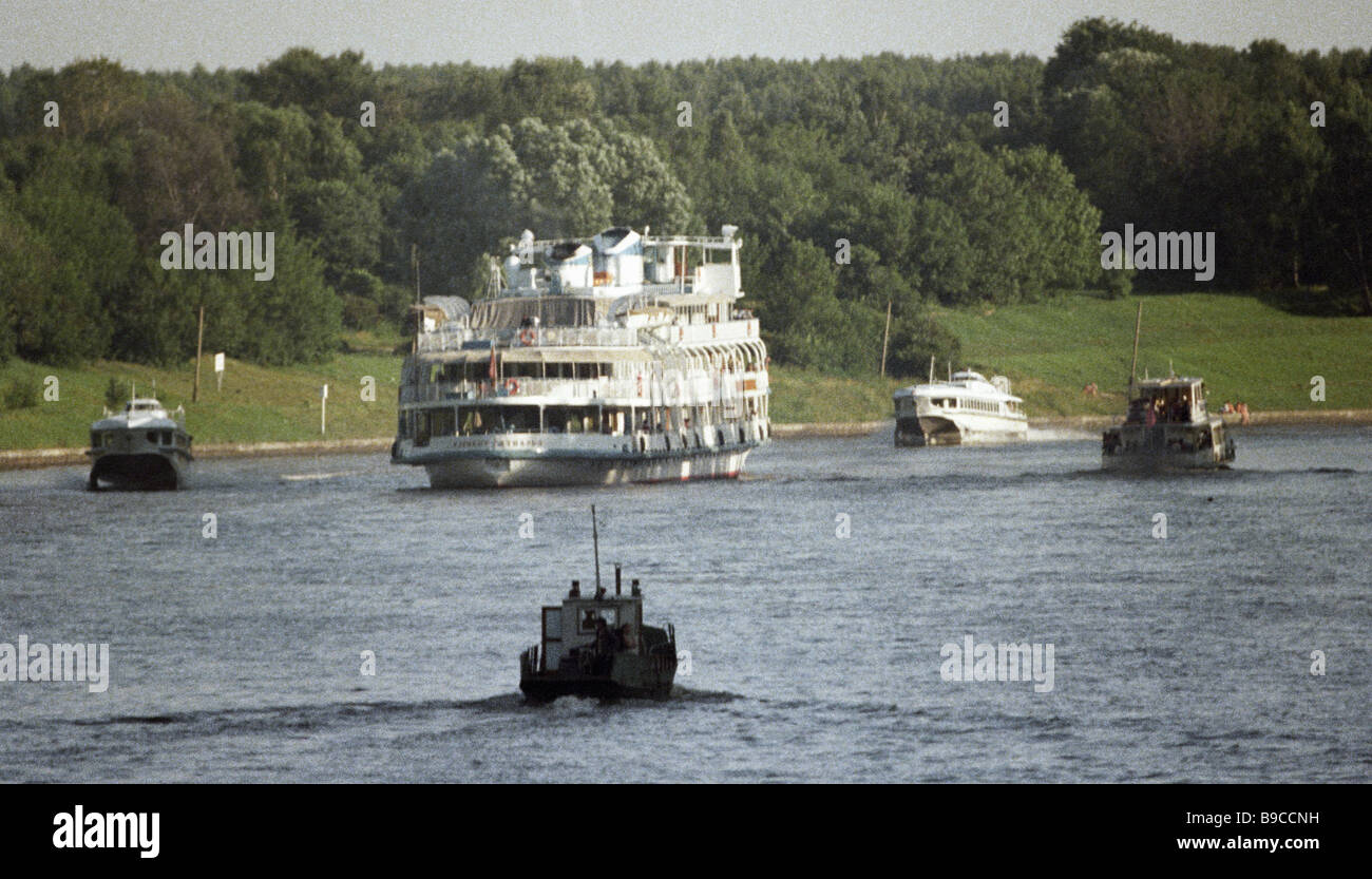 Comfortable passenger vessels sailing down the Moscow Canal - Stock Image