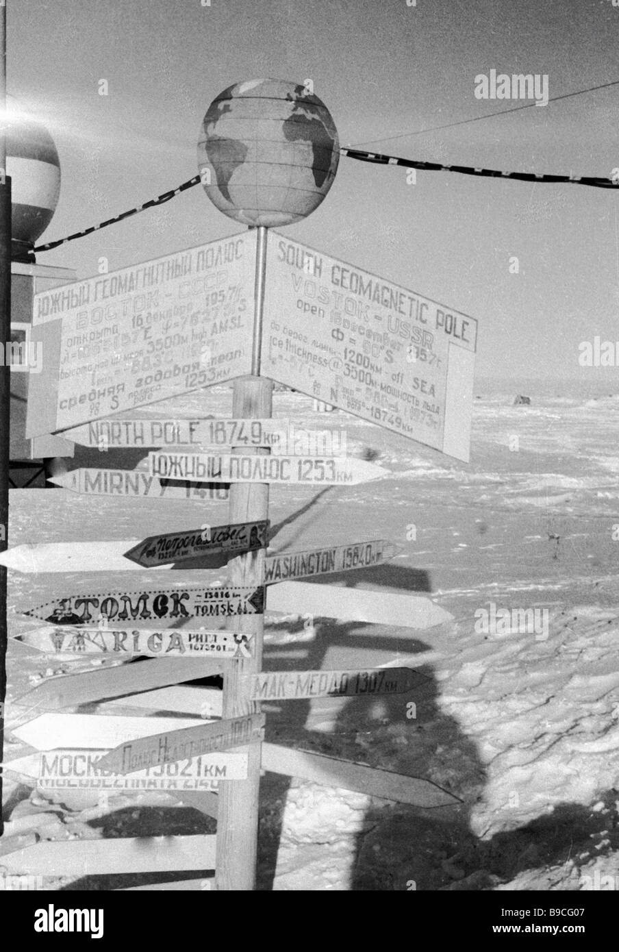 Geomagnetic terrestrial pole marked at Soviet polar station Vostok in the Antarctic - Stock Image