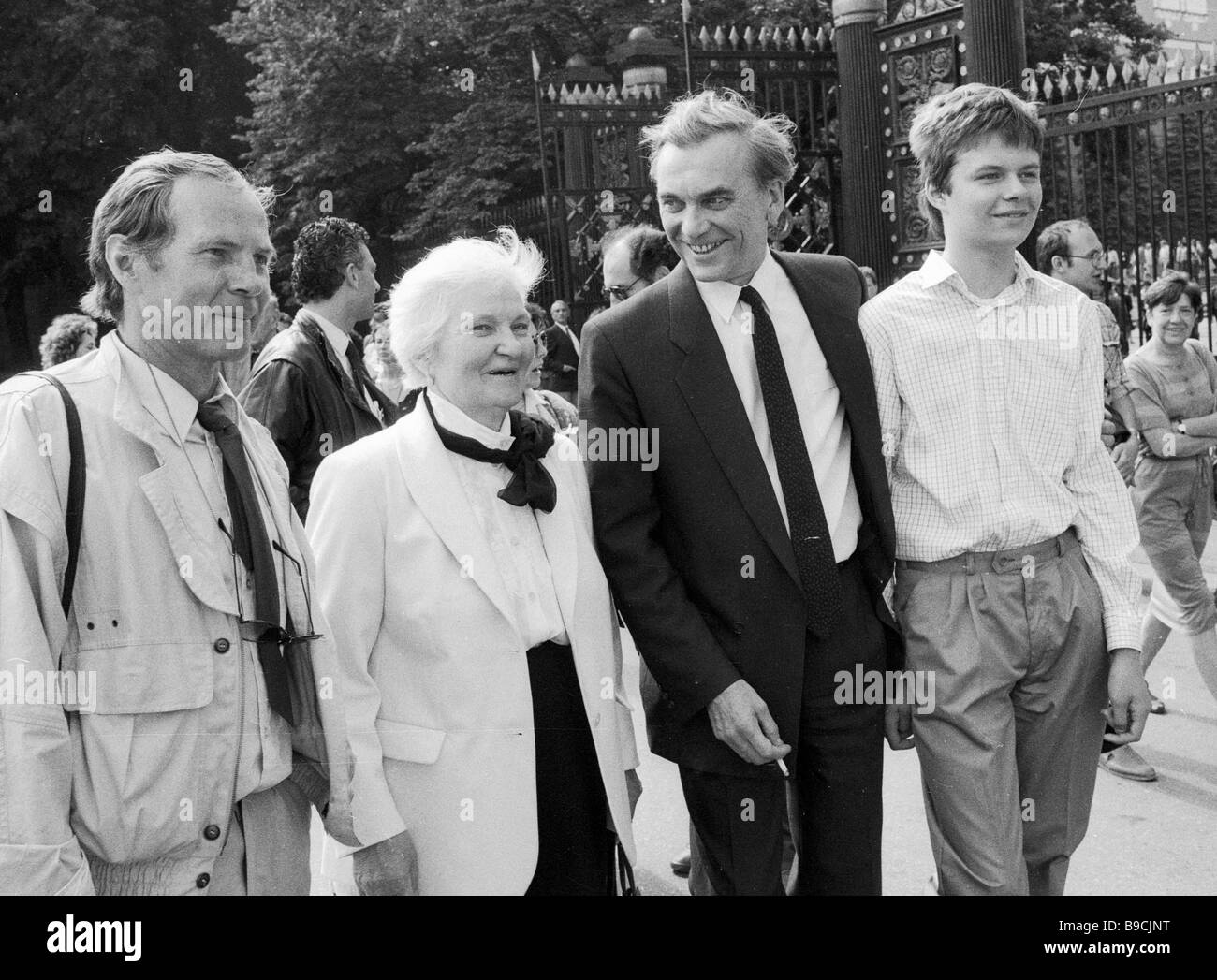 From left to right Soviet actor Vladimir Gostyukhin the film maker Larisa Shepitko s mother the Soviet Cinema Workers - Stock Image