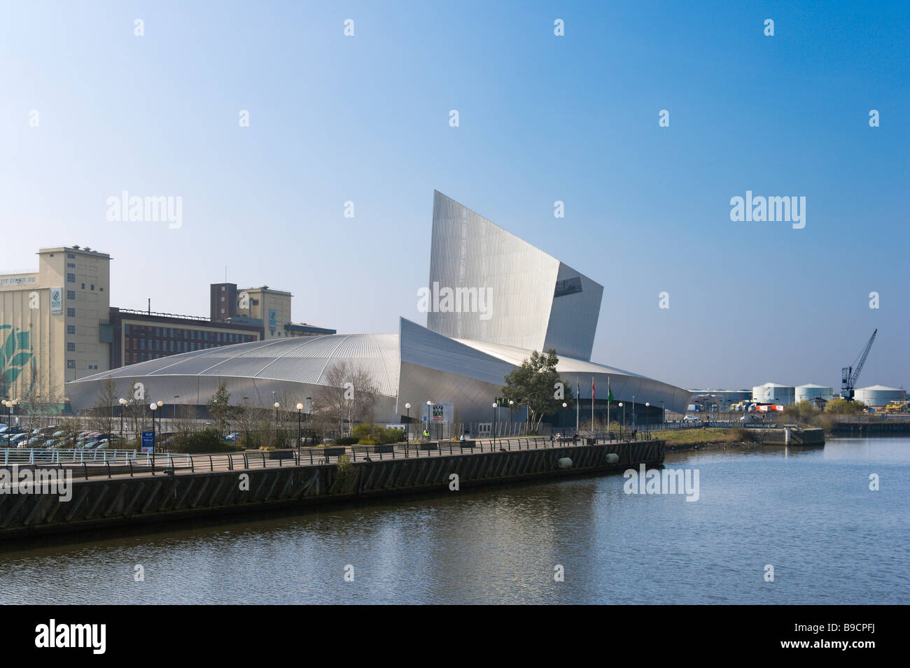 The Imperial War Museum North designed by the architect Daniel Libeskind, Salford Quays, Greater Manchester, England - Stock Image