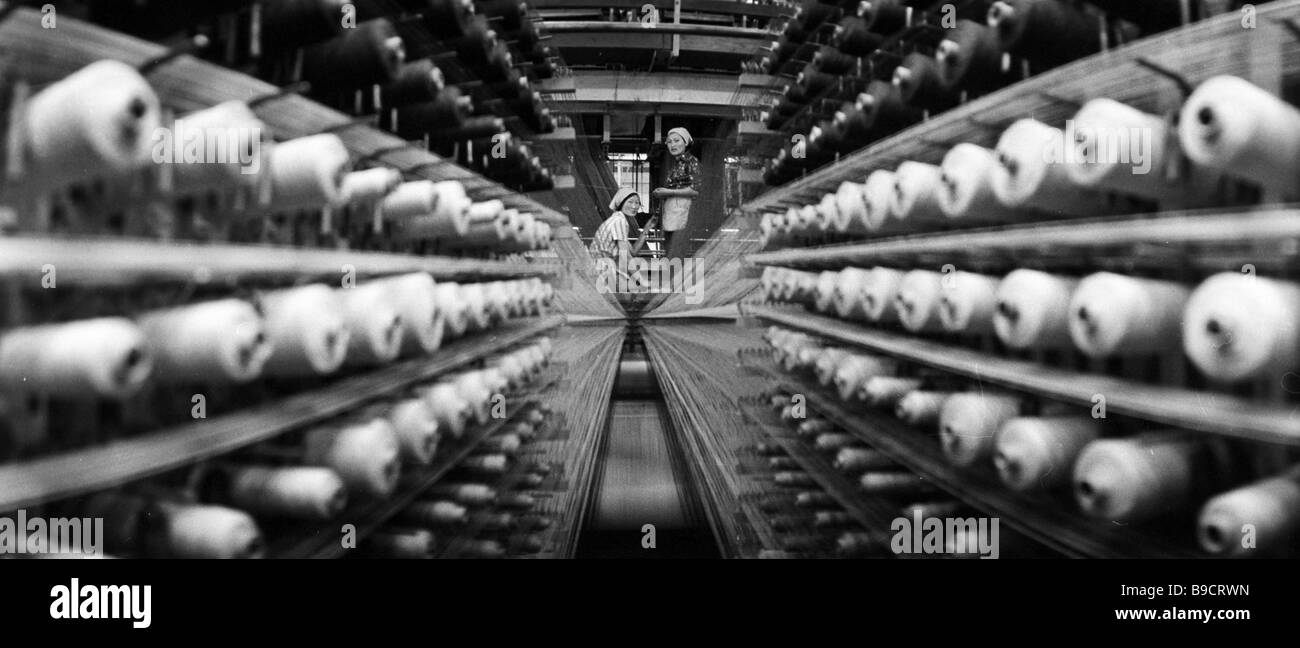 The weaving workshop of a rug factory in Ulan Bator - Stock Image