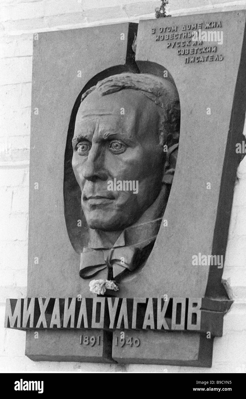 A memorial plaque on the house where Mikhail Bulgakov 1891 1940 lived - Stock Image