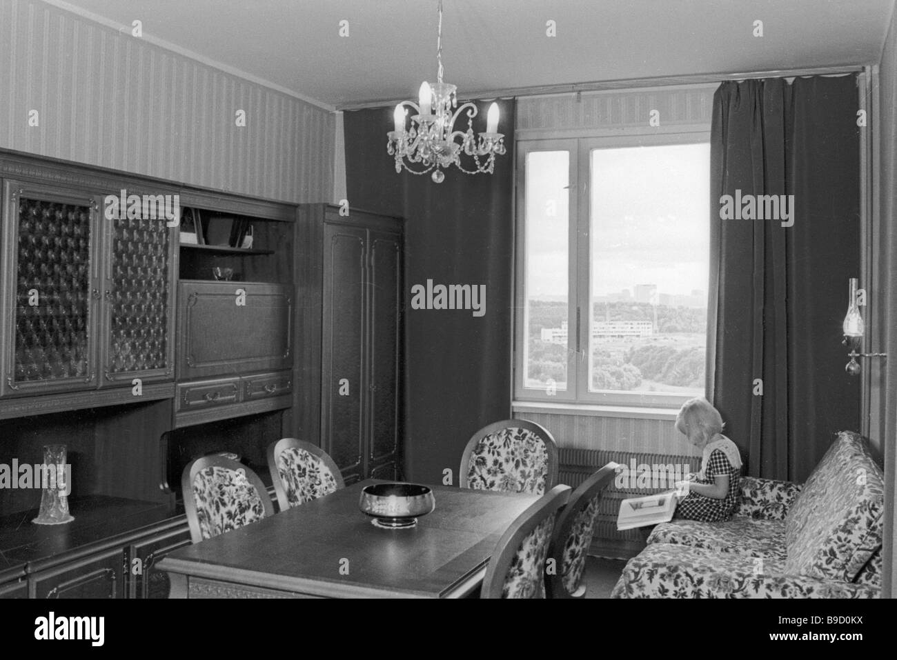 Sitting room in a new cooperative apartment house in the Orekhovo Borisovo residential district of Moscow - Stock Image