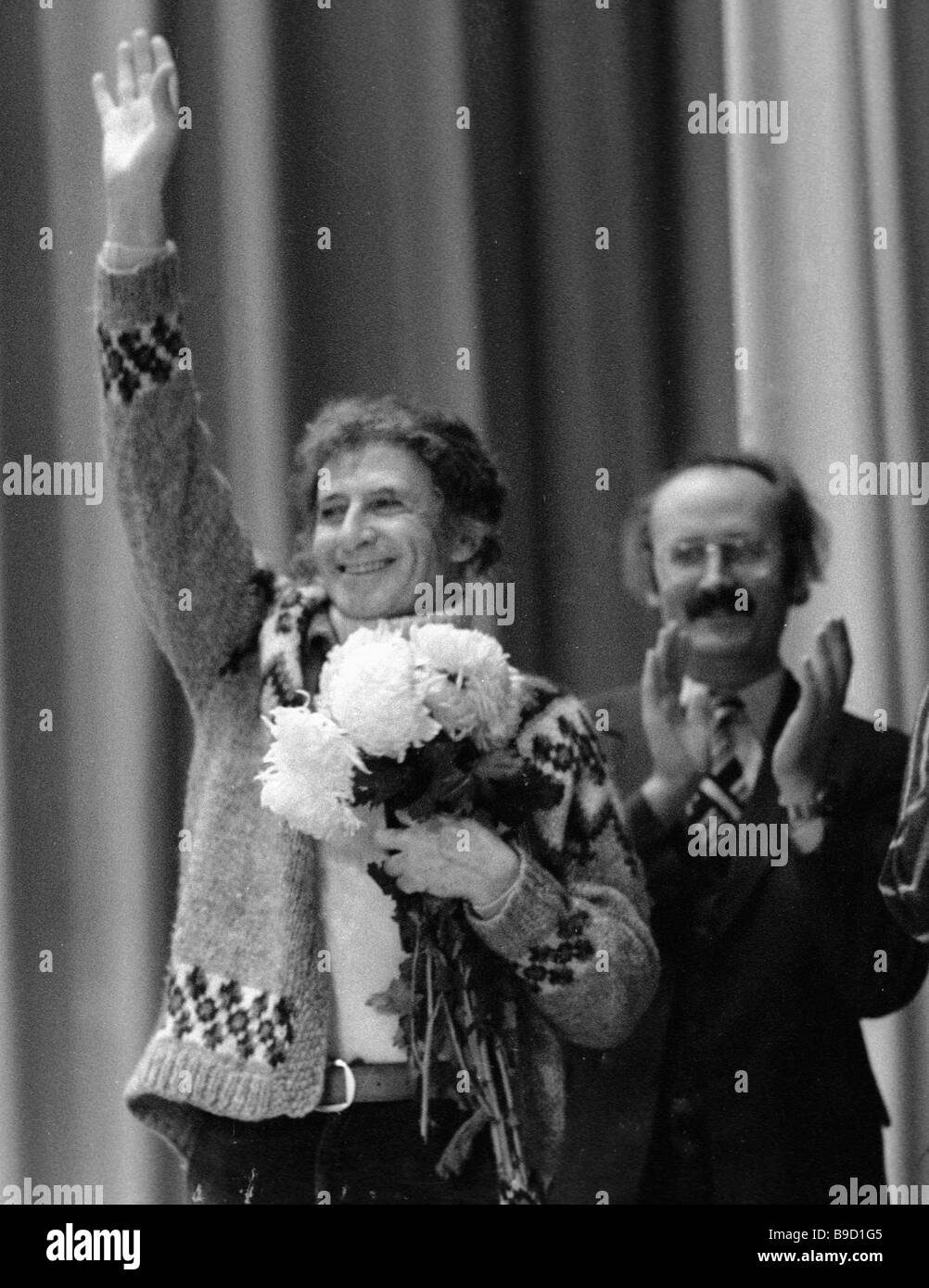 French mime Marcell Marceau left welcomes Soviet audience - Stock Image