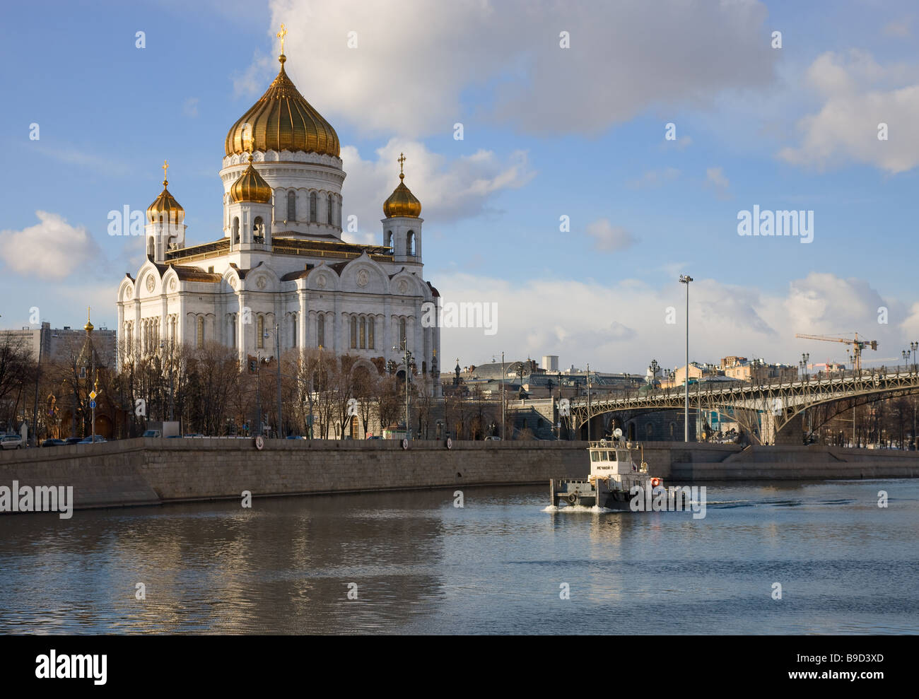 Moscow river in Moscow city, Russia. Small tugboat begins the navigation after winter. - Stock Image
