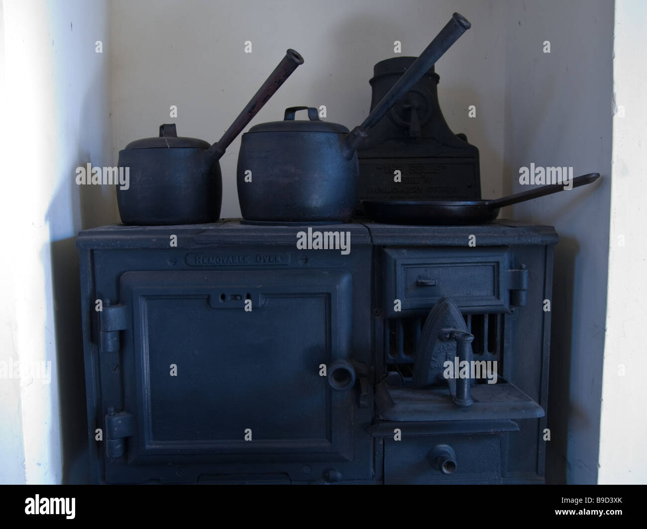 The old 2 part cooking range (oven and hob) - Stock Image