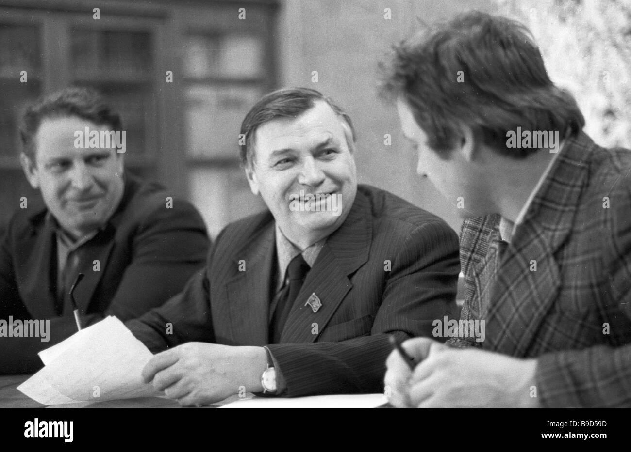 Writer mikhail alexeyev moskva magazine editor center with his fellow villagers of monastyrskoye saratov region