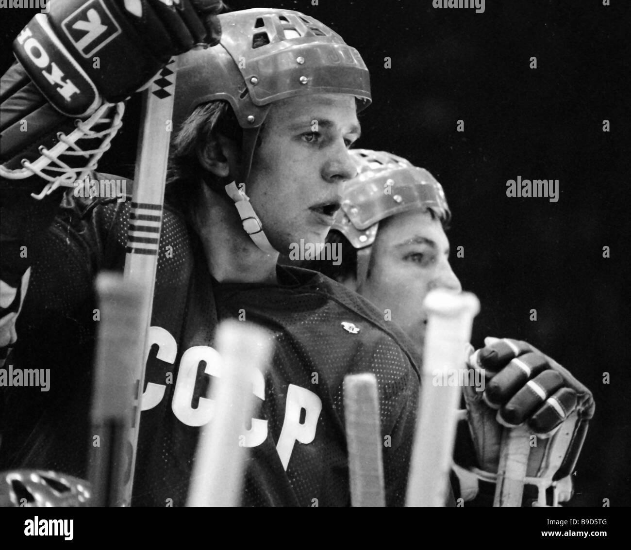 Soviet national ice hockey team defenseman Vyacheslav Fetisov left ... 7945cbdaa