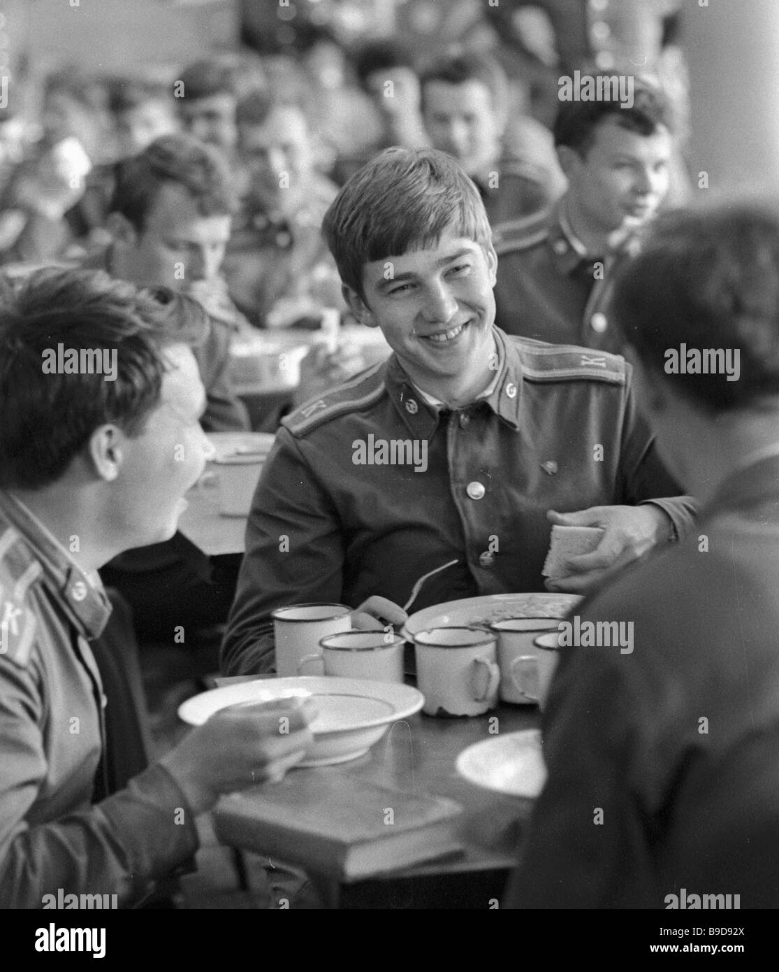 Cadets of the Moscow Mossovet Border Guards Command Higher School of the USSR KGB in the canteen - Stock Image