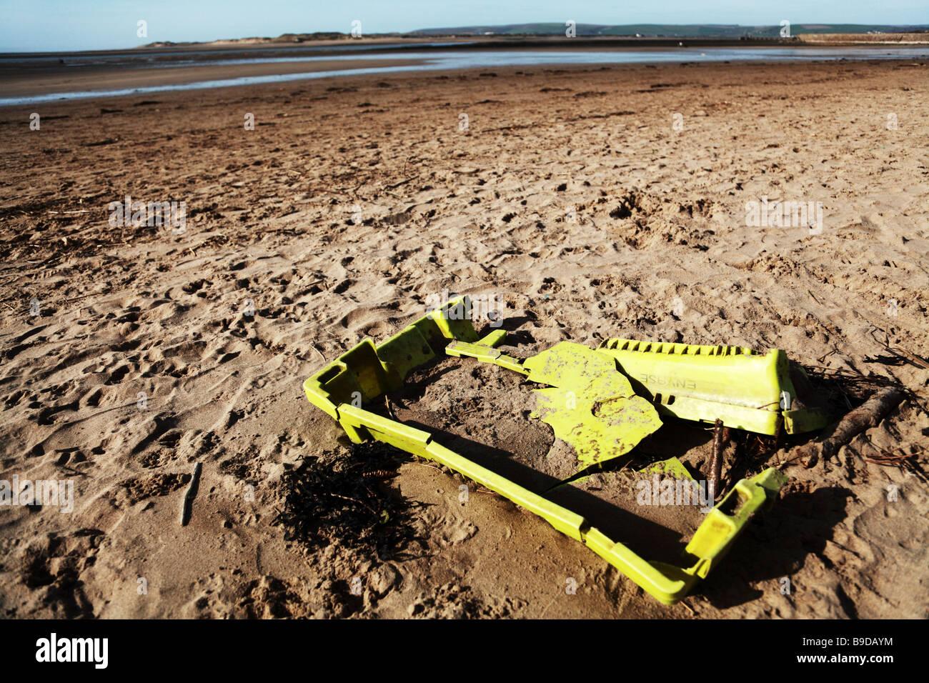 Unsightly litter on a Devon beach - Stock Image