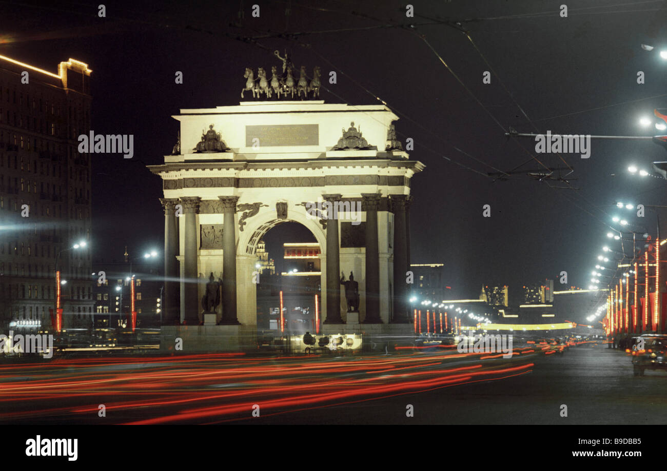 Moscow s Triumphal Arc at night - Stock Image