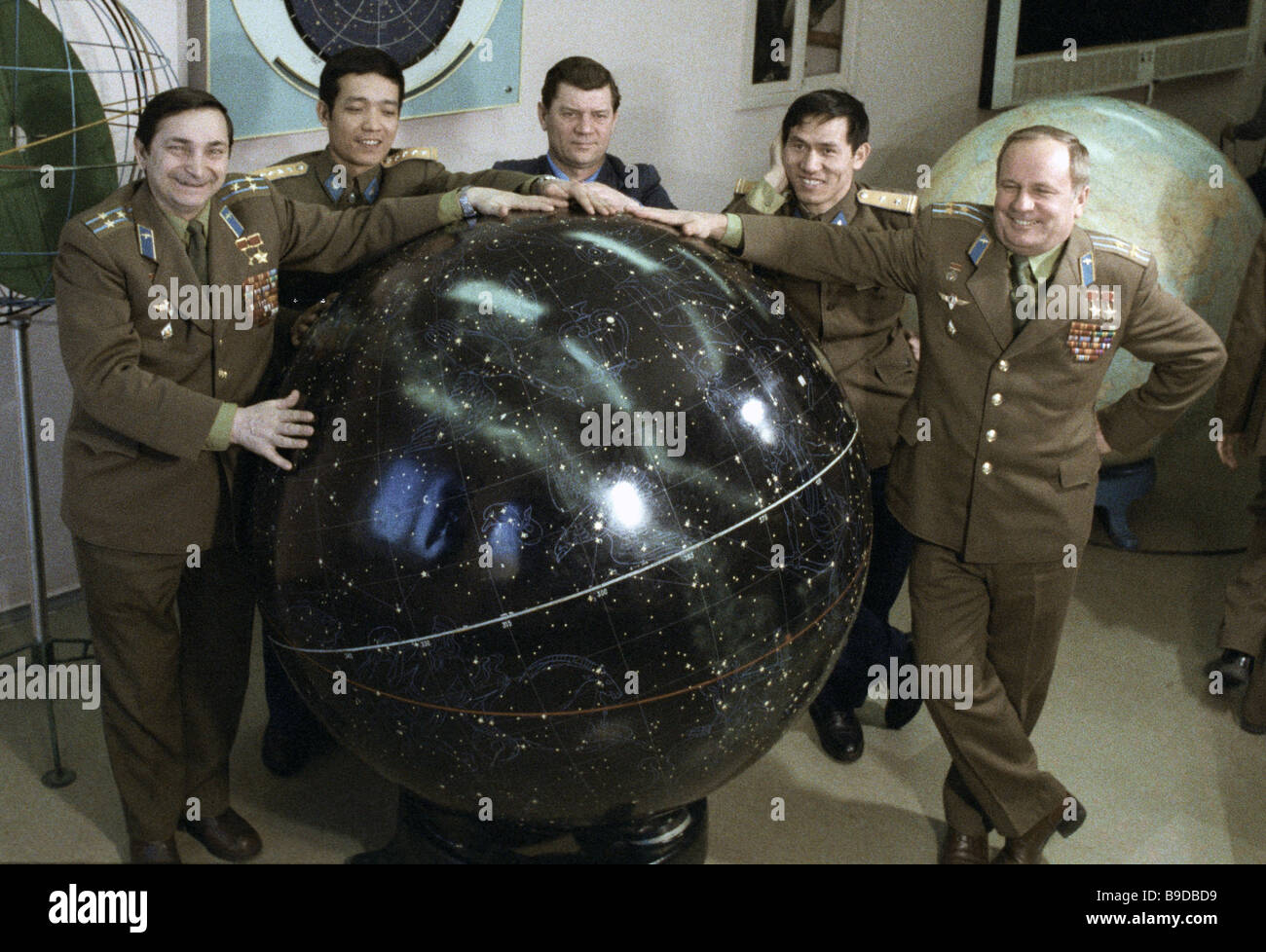 Main and reserve crew of Soyuz 37 Valery Bykovsky left and Viktor Gorbatko right and Vietnamese mission specialists - Stock Image