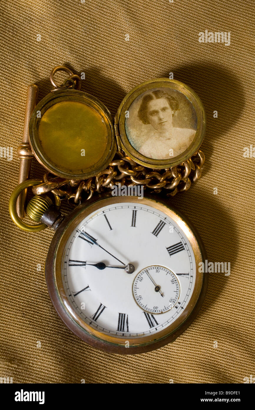 First world war watch owned by Albert Robert Eden. Picture of his wife and sweet heart Hannah Mary 11 eleventh hour - Stock Image