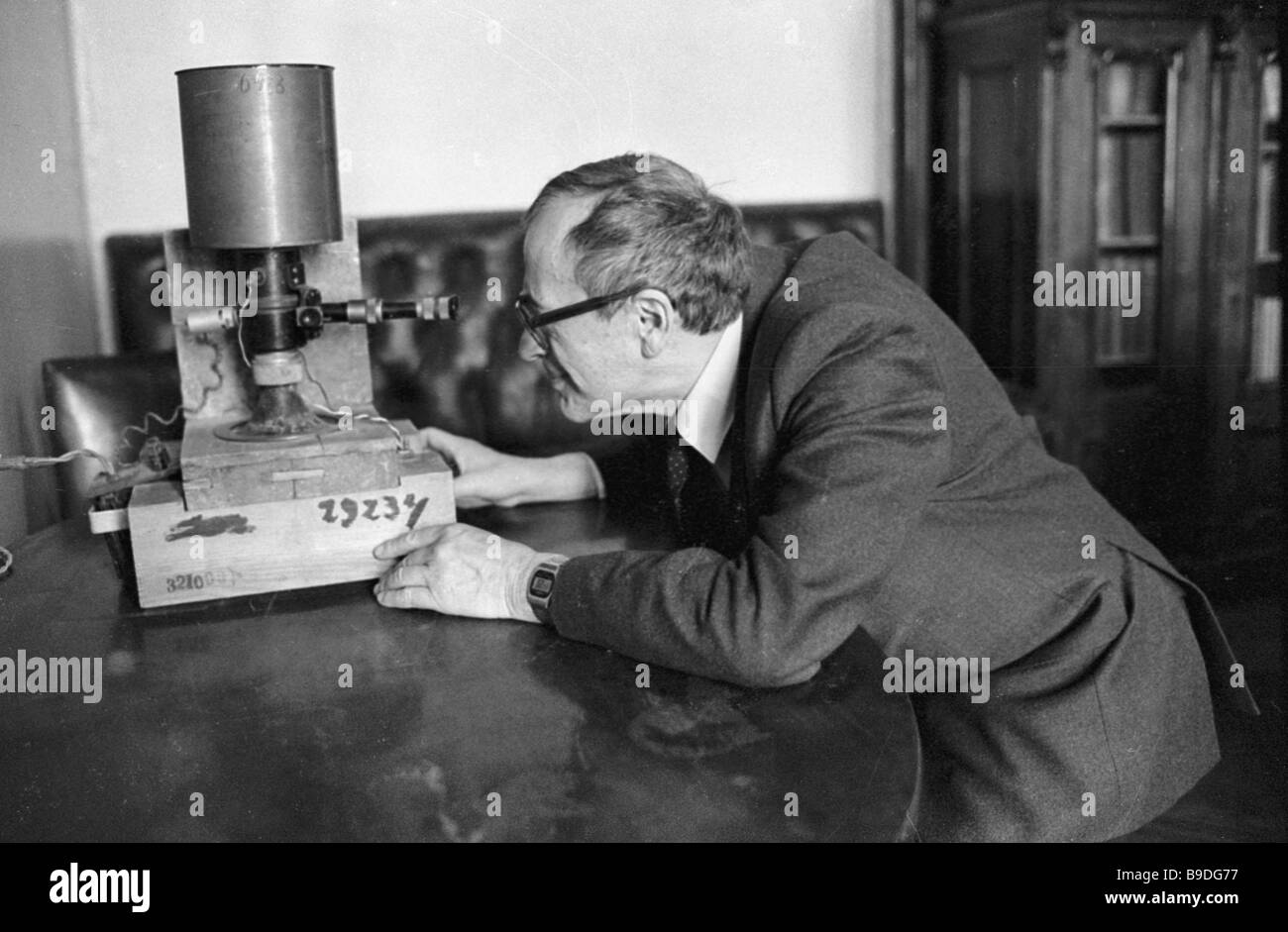 Electrical Measuring Instruments Made By William Gilbert : Electroscope stock photos images alamy