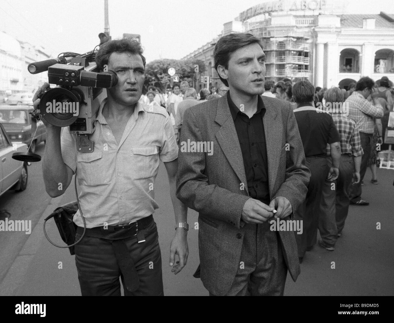 Alexander Nevzorov author and host of the 600 Seconds TV program right and cameraman Yury Shvedov in Leningrad - Stock Image