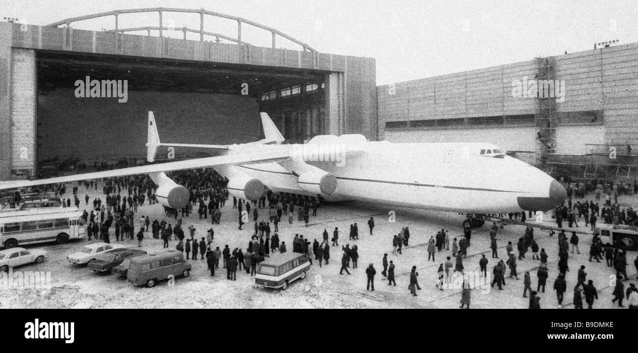 The AN 225 Mechta Dream super heavy cargo jet emerges on the landing strip Stock Photo