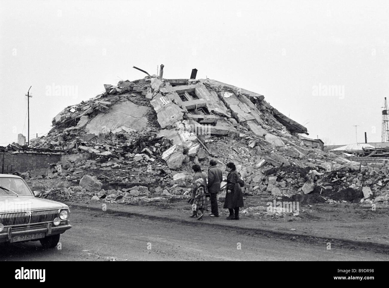 Bildergebnis für a heap of debris images