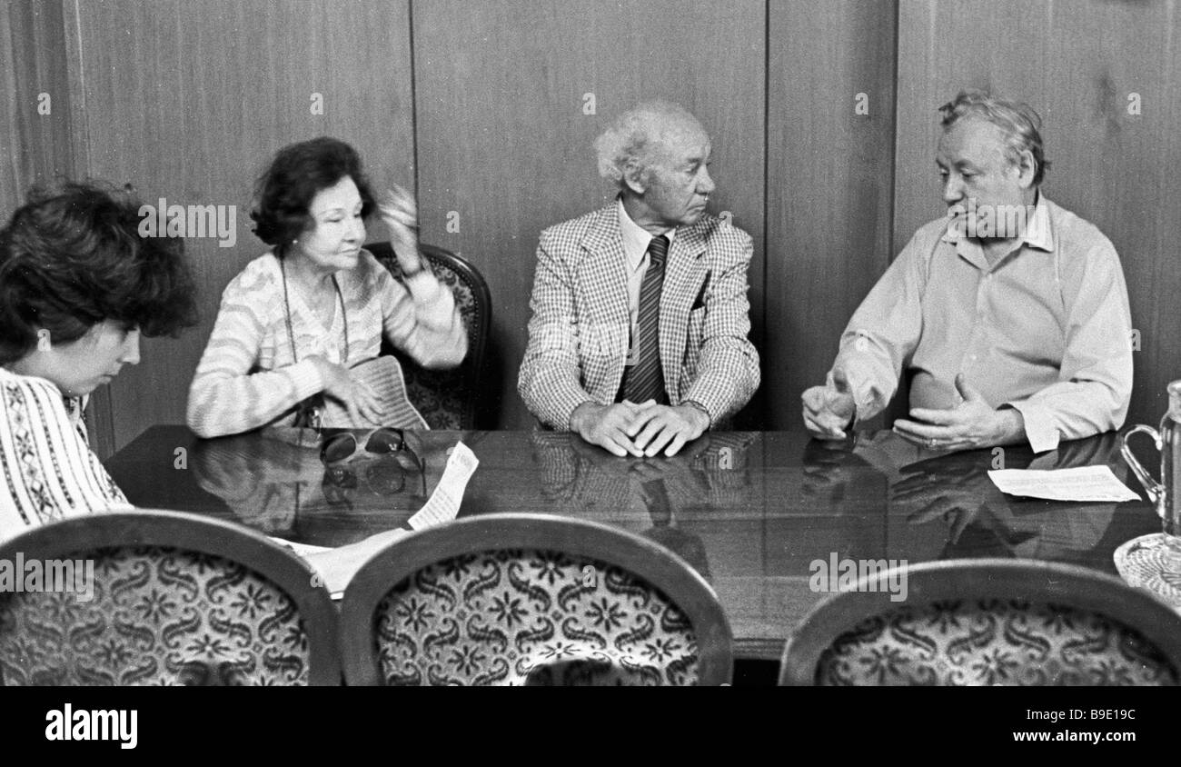Nikolai Fedorenko right secretary of the USSR Writers Union and the Inostrannaya Literatura editor in chief meeting - Stock Image
